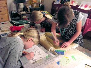 Kinder beim Gestaltenx